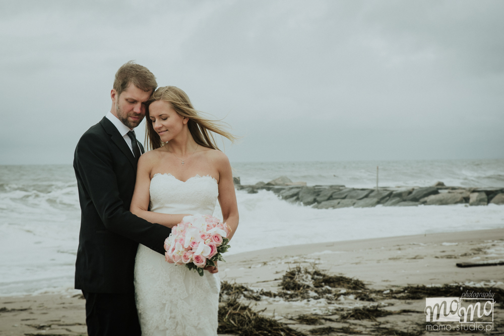 plener ślubny nad morzem Justyny i Darka