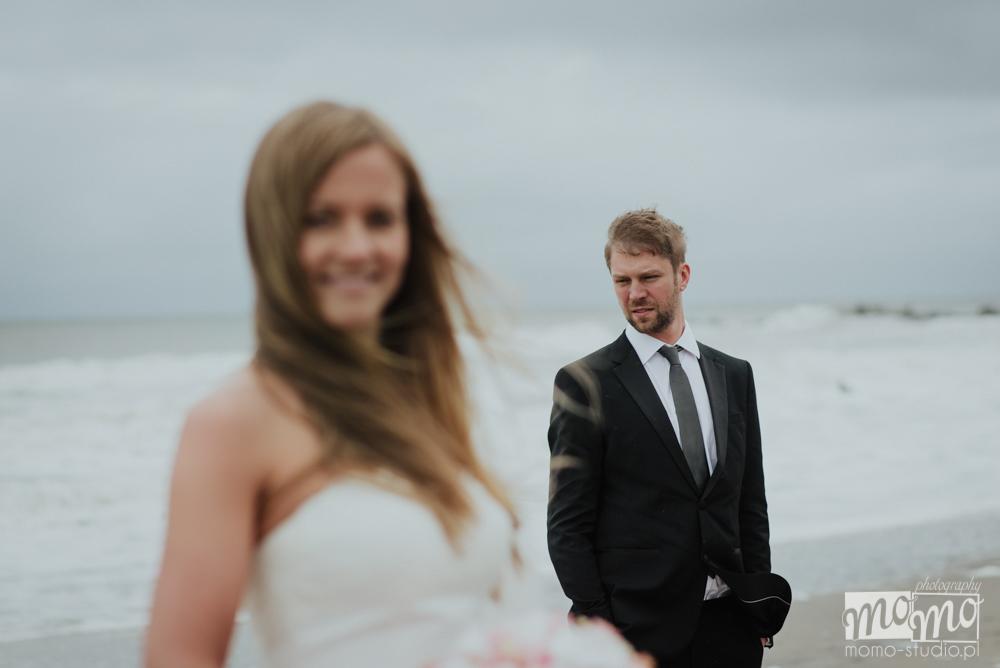 ślubna sesja fotograficzna nad morzem