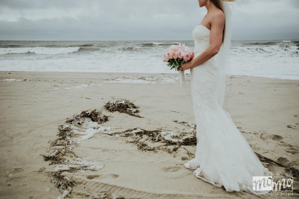 ślubna sesja plenerowa nad morzem Justyny