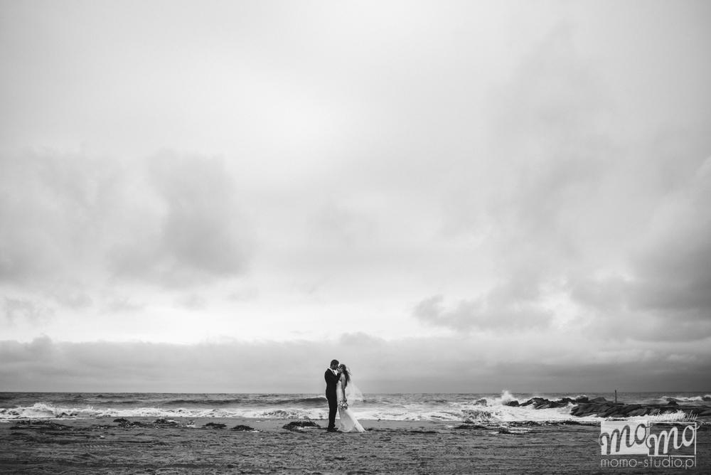 plenerowa sesja ślubna nad morzem