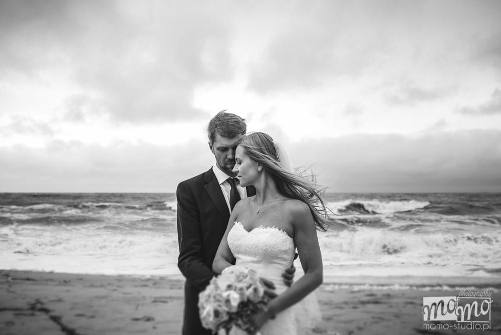 ślubna sesja fotograficzna na plaży