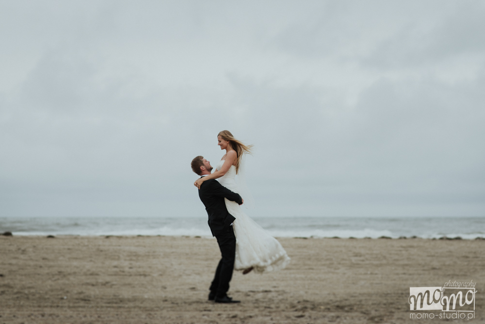 ślubna sesja zdjęciowa na plaży